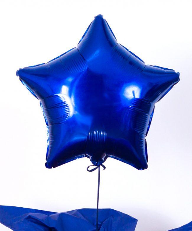 balon gwiazda na prezent w pudełku