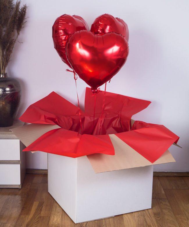 zestaw trzech balonów z helem na prezent w pudełku