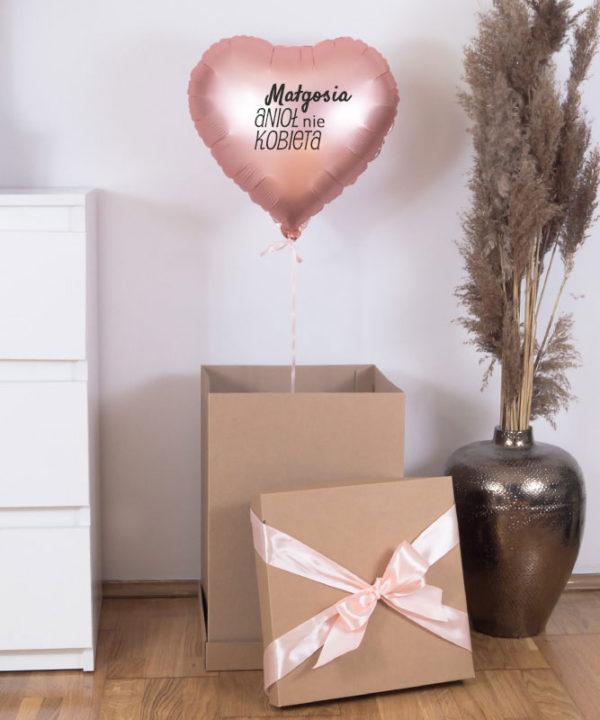 Balon z helem w prezentowym pudełku – Anioł nie Kobieta