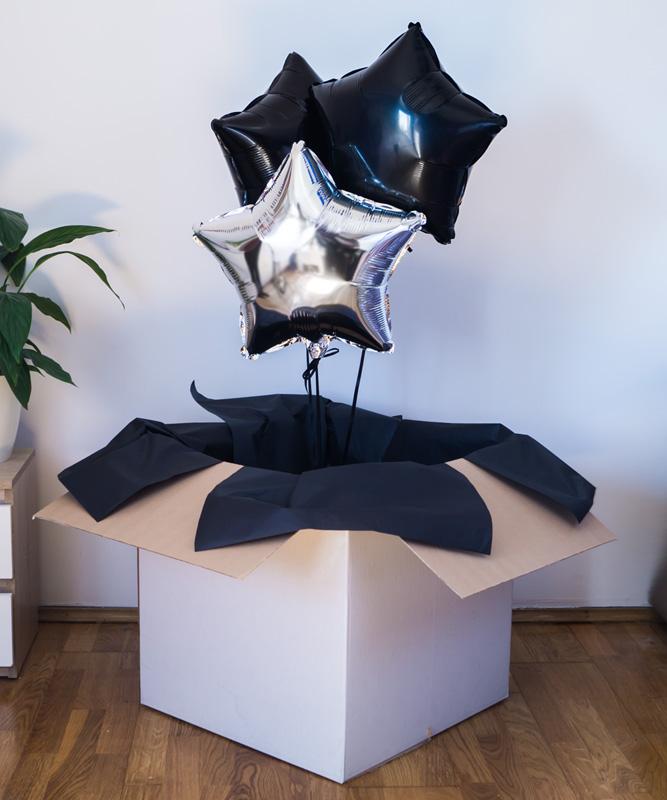 Zestaw trzech balonów z helem w pudełku – Dostojna kompozycja