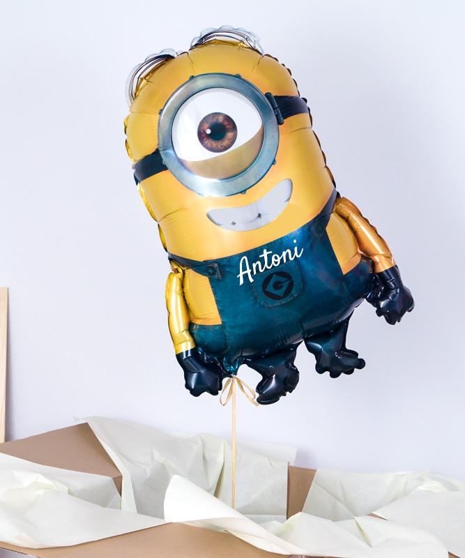 Balon z helem oraz imieniem – Minionek