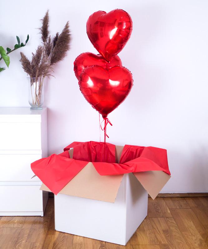 Zestaw balonów z helem i kartką w pudełku – Trio z serc