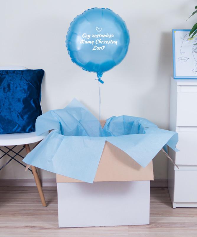 balon z helem w pudełku