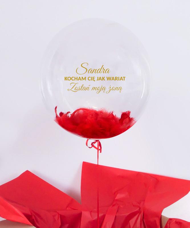 Prezent niespodzianka na zaręczyny – balon z helem w pudełku