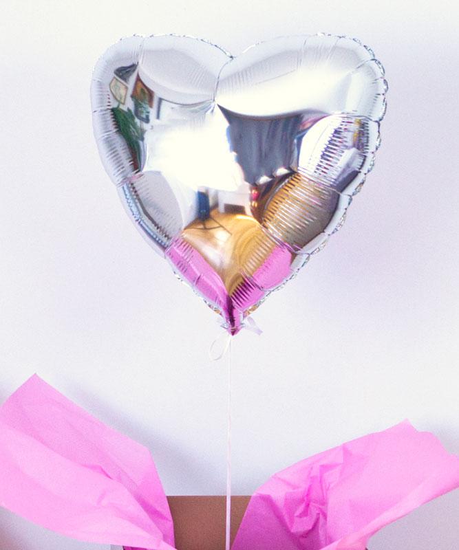 Balon srebrne serce z helem w pudełku z Twoim napisem